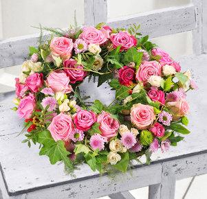 Rosa Blütenkranz