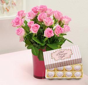 20 pinkfarbene Rosen mit Pink Champagne Truffes Pralinen