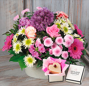 Blütenzauber mit Herzseife Rosé von Heyland&Whittle