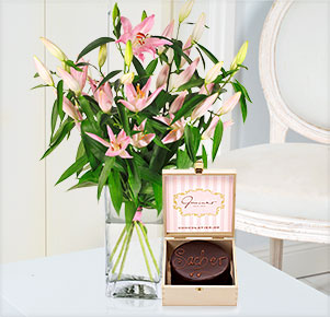 5 rosa Lilien mit feiner Mini Sachertorte