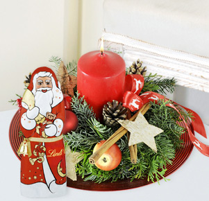 """Gesteck """"Gabenteller"""" mit Lindt Weihnachtsmann"""