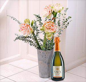 3 rosé, gefüllte Amaryllis mit VAUX Sekt
