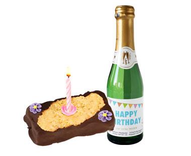 Geburtstagstörtchen mit Geburtstagssekt