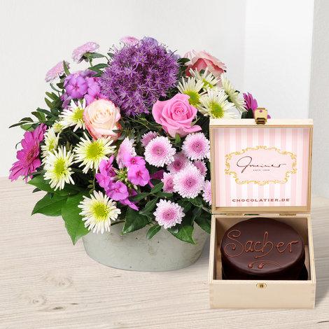 Blütenzauber mit feiner Mini Sachertorte in Holzbox