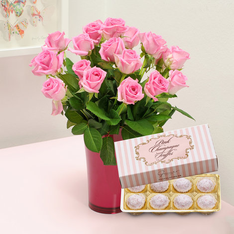 20 pinkfarbene Rosen mit Pink Champagne Trüffelpralinen