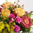 Blumenstrauß  Spiel der Farben Größe M mit Lindt Mini Pralinés