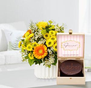 Blumenstrauß Geburtstagsüberraschung mit Mini Sachertorte in Gelb, Orange und Braun