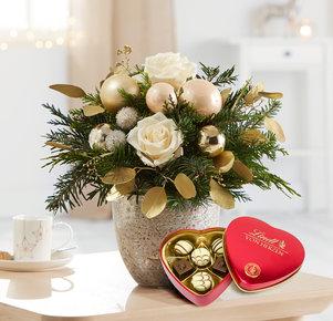 Blumenstrauß Weihnachtsgruß mit Lindt Herz in Weiss, Rot, Creme, Gold und Grün
