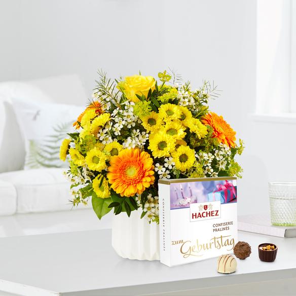 Blumenstrauß Geburtstagsüberraschung mit Hachez Pralinen Zum Geburtstag in Weiss, Gelb, Orange und Grün