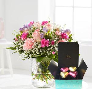 Blumenstrauß Blumenkuss mit Pralinés Herzen in Weiss, Rosa, Pink und Lila