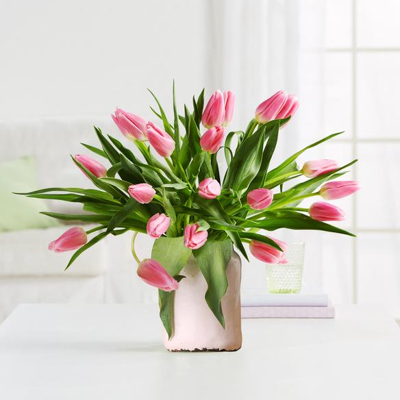 tulpen in rosa mit vase in wei. Black Bedroom Furniture Sets. Home Design Ideas