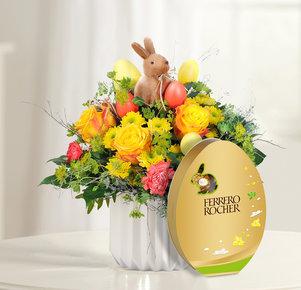 Blumenstrauß Hase im Glück mit Rocher Osterei in Gelb und Orange