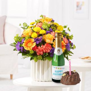 Happy Birthday M mit Geburtstagssekt und Törtchen