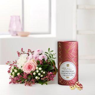 Valentina mit Love Cocoa Raspberry Champagne Truffles