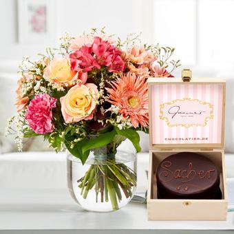 Blütengrüße mit Mini Sachertorte