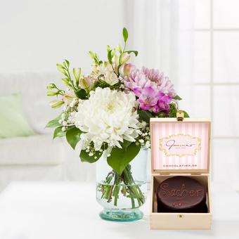 Blumenfreude mit Mini Sachertorte