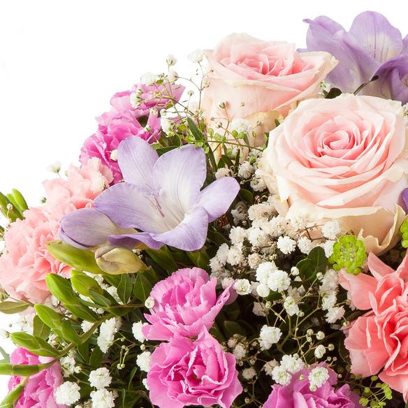 Blumenstrauß  Blumenkuss Größe M mit Lindt Pralinen Frohe Ostern