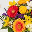 Blumenstrauß  Farbenglück Größe L mit Geburtstagsküchlein mit Kerze