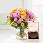 Blumenstrauß  Blumenmeer mit Mini Sachertorte