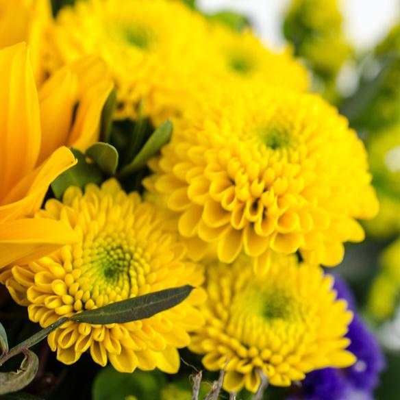 Blumenstrauß  Sonnengruß mit Lindt Lindor Herz