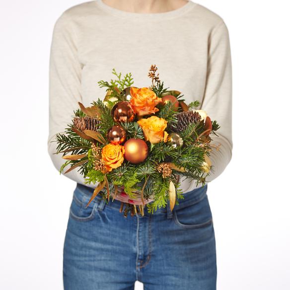 Blumenstrauß  Glanzvolle Momente mit Ferrero Rocher Weihnachtskugel