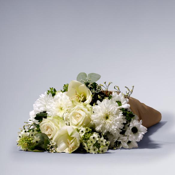 Wiesenstrauß  White Sensation mit Mini Sachertorte