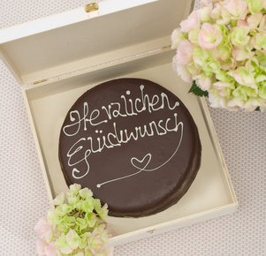 """Schokoladentorte nach Sacher Art """"Herzlichen Glückwunsch"""""""