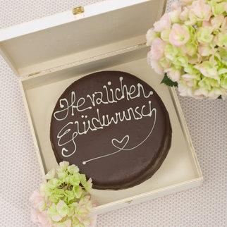 Schokoladentorte nach Sacher Art Herzlichen Glückwunsch 900 g