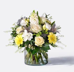 Blumenstrauß Federleicht in Weiss, Gelb und Creme