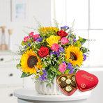 Blumenstrauß  Sonnenlicht mit Lindt Herz