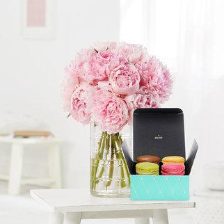 Pfingstrosen in Rosa mit 4 feinen Macarons