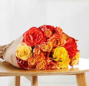 Rosenstrauß Happy Colours Größe M in Rot, Gelb und Orange