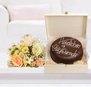 Blumenstrauß Kleines Glück mit Schokoladentorte Glückwunsch in Weiss, Creme und Apricot