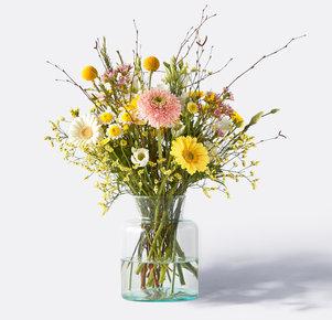 Wiesenstrauß Delightful Spring in Weiss, Gelb und Apricot